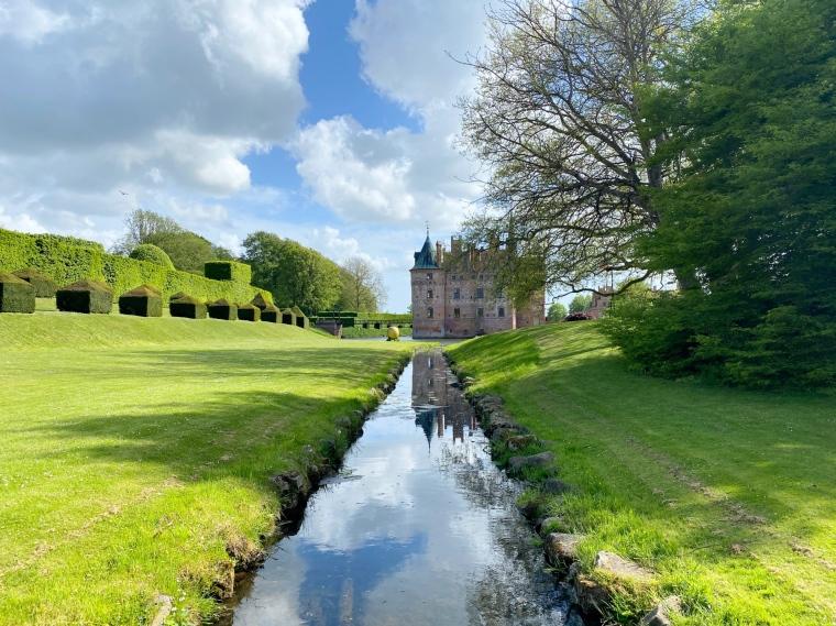 Egeskov Slot _ linna Tanskassa Odensen lähellä